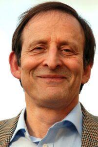 Andrew M Richardson